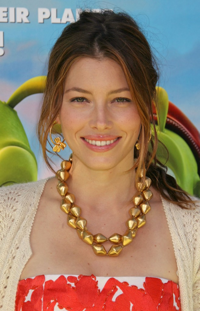 jessica-biel-loose-low-ponytail-hairstyle-nov-09-657x1024