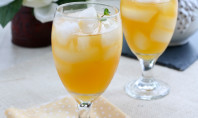 Yum Alert: Homemade Peach Iced Green Tea