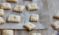Yum Alert: Homemade Black Pepper Cheez-Its