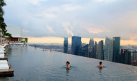 Travel Spotting: Infinity pool in the Singapore skyline