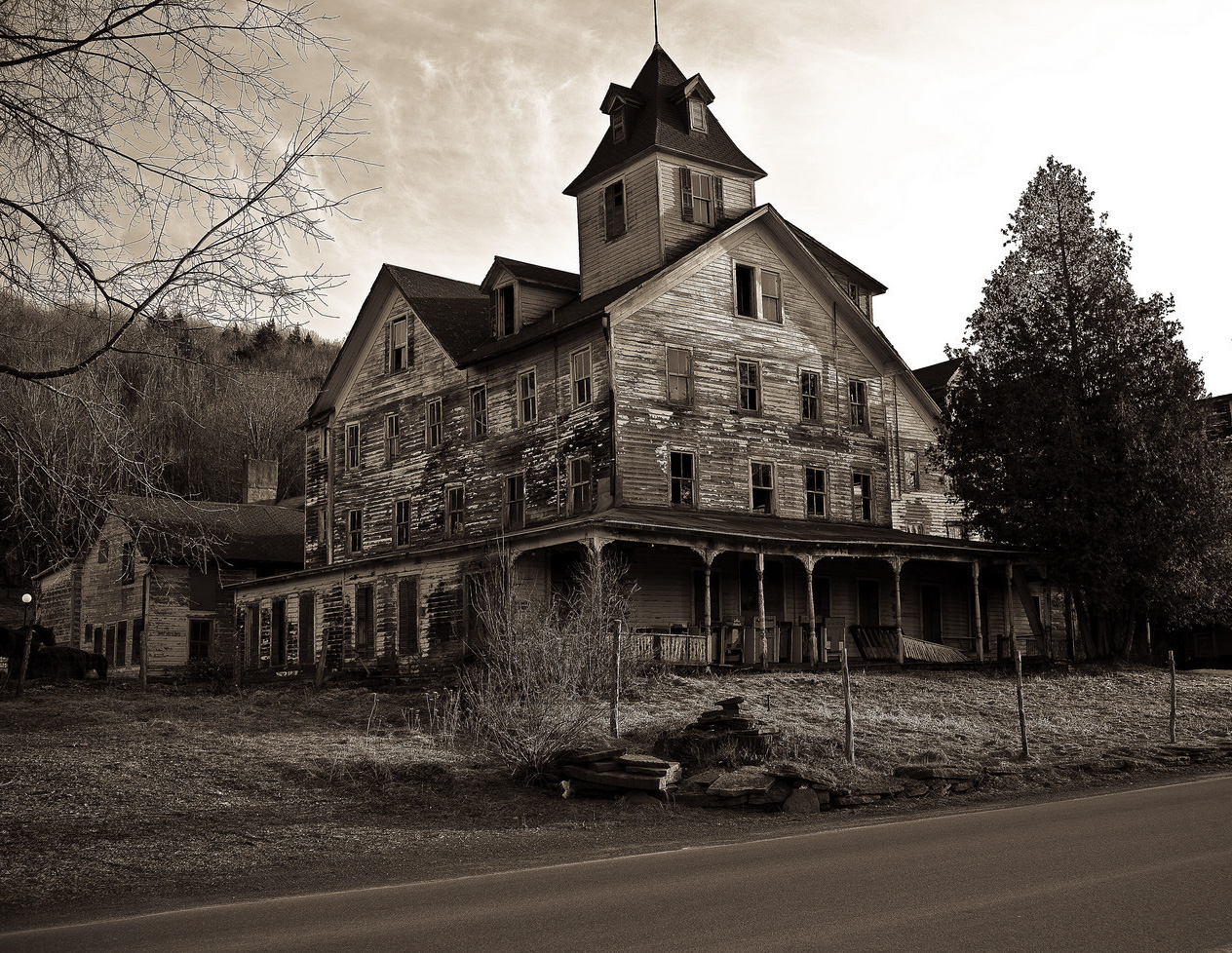 travel spotting haunted house roundup the luxury spot
