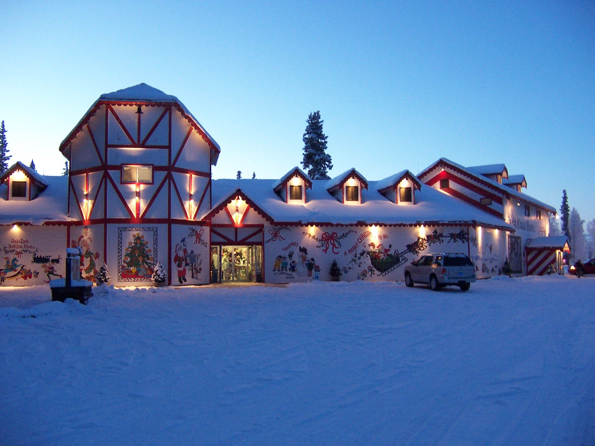 Travel Spotting: Santa Claus House in North Pole, Alaska - The Luxury ...