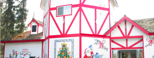 Travel Spotting: Santa Claus House in North Pole, Alaska