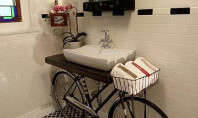 Decor Spotting: A bike in the bathroom?