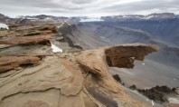 Travel Spotting: Dry valleys in Antarctica?