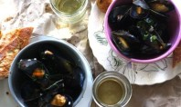 Yum Alert: Spicy Buttery Steamed Mussels