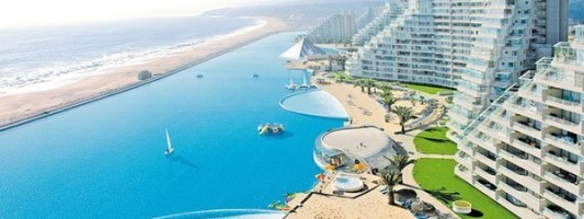 Travel Spotting: The World's Largest Pool