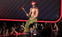 Celeb Spotting: Joe Manganiello Strips at MTV Movie Awards