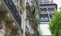 Travel Spotting: The REAL Do's & Don'ts of Paris