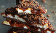 Whiskey-Marshmallow-and-Caramel-Bacon-Bark