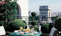 Travel Spotting: Hotel Raphael Paris