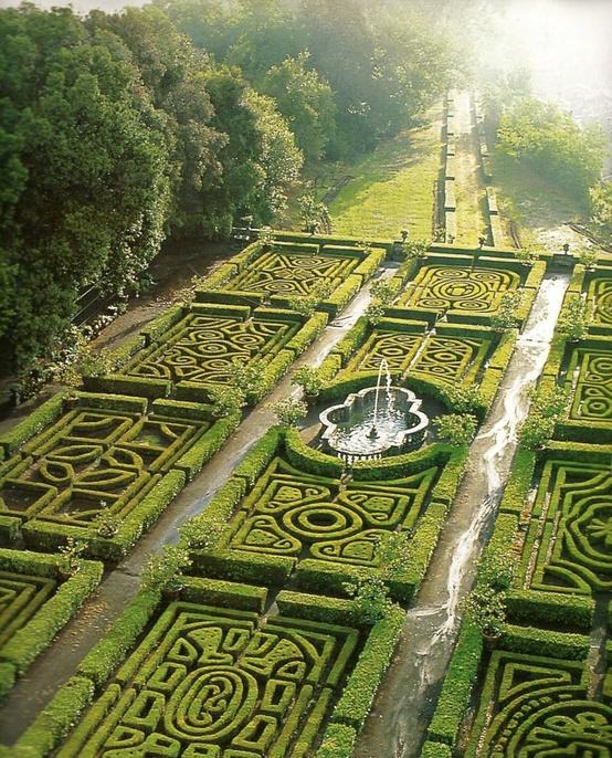 Garden Mazes Of The World