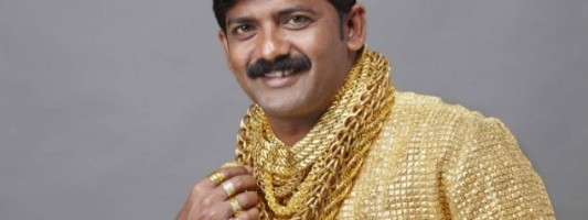 Style Spotting: A Pure Gold Shirt To Attract The Ladies