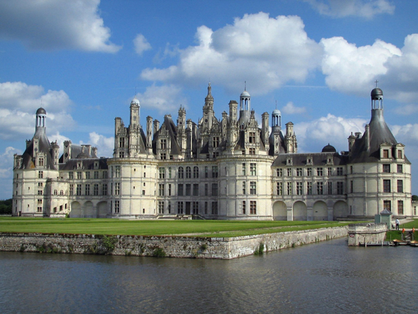 Castles in france for Disegni di casa chateau francese