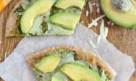 avocado-pizza-with-cilantro-sauce