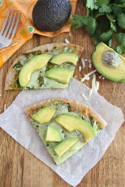 avocado-pizza-with-cilantro-sauce
