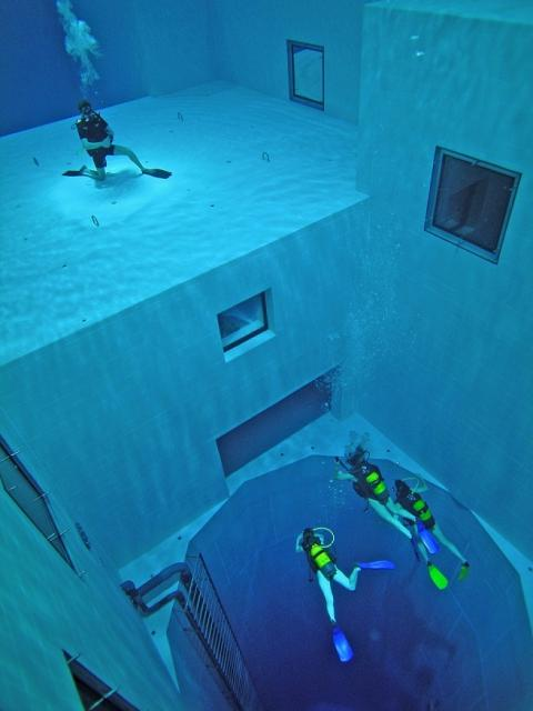 Nemo 33 The Worlds Deepest Diving Pool
