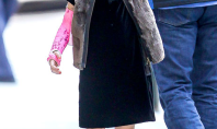 Suri Cruise Makes A Cast Look Like A Chic Accessory