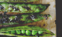 Yum Alert: Spicy Grilled Pea Pods with Soy Glaze & Mint