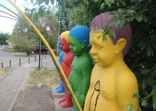 peeing rainbow statues, Ukraine