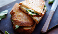 Yum Alert: Apple Cheddar Grilled Cheese