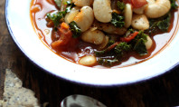 Yum Alert: Garlicky Kale and White Bean Stew