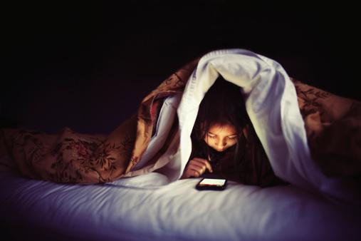 79% 的人:我要「滑」一下手機,才甘願睡覺