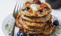Yum Alert: Flourless Banana, Blueberry, Coconut Pancakes