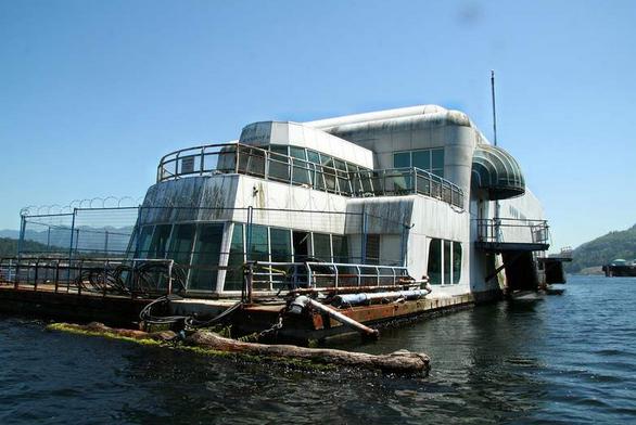 abandoned floating mcdonalds