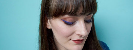 How To Wear Navy Makeup In A Modern Way