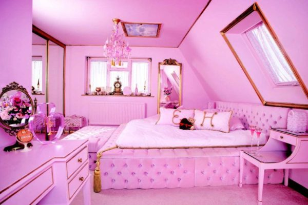 The Master Bedroom Is Fitting For The Real Barbie House, Donu0027t You Think?