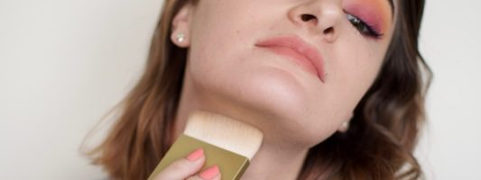 This DIY Double Chin Contour Will Make You Look 10 Pounds Thinner