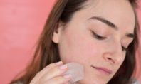 Does putting ice on cystic acne help?